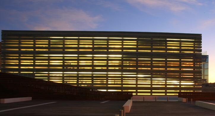 פרויקט תאורה במרכז פרס לשלום