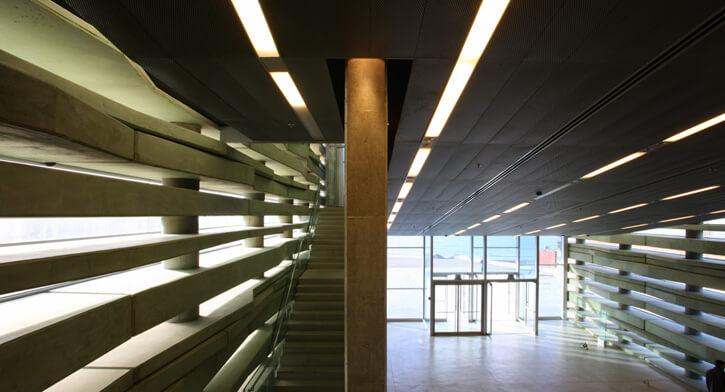 מנורות תקרה בפרויקט תאורה במרכז פרס לשלום