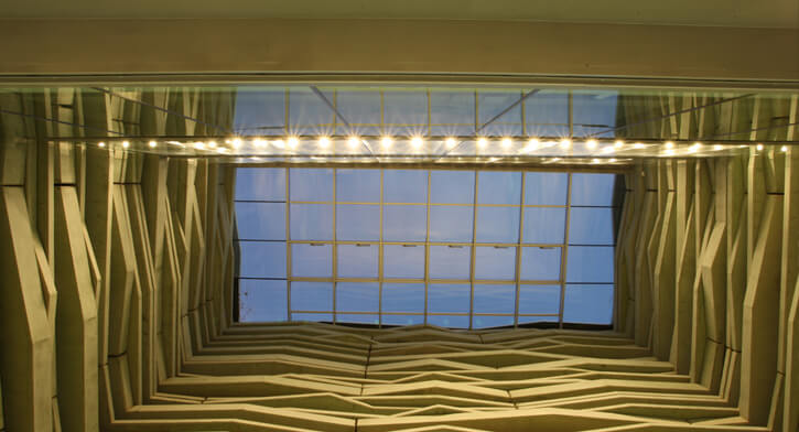 גופי תאורה בפרויקט תאורה במרכז פרס לשלום