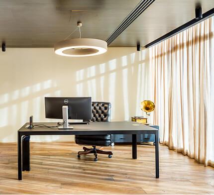 גוף תאורה עגול למשרד