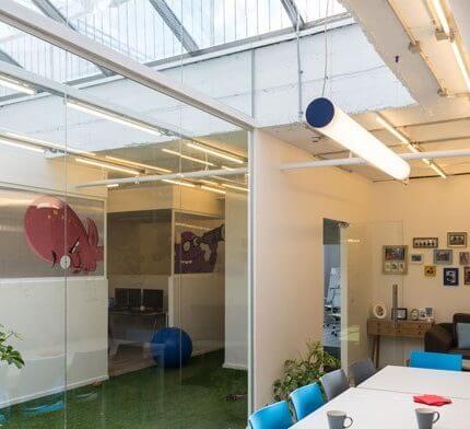מנורות תקרה בפרויקט תאורה של סטודיו BA