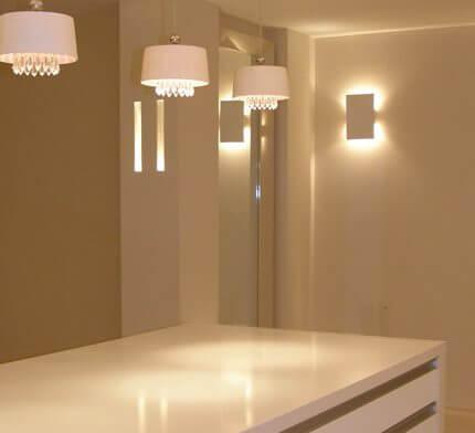 מנורות קיר בפרויקט תאורה של אלי הכהן