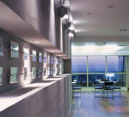 תאורה דקורטיבית בפרויקט תאורה למשרד ראובני פרידן