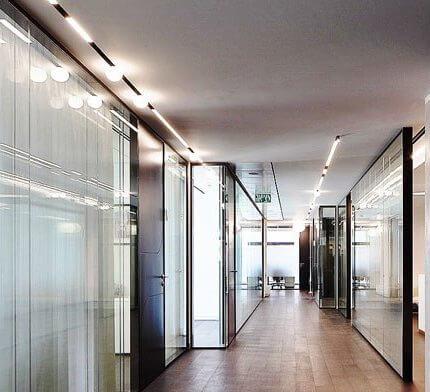 מנורות לפרוזדור בפרויקט תאורה במשרד עו