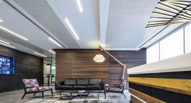 מנורות למשרדים בפרויקט תאורה במשרדי עמית מטלון פולק