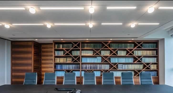 גופי תאורה יוקרתיים בפרויקט תאורה במשרדי עמית מטלון פולק