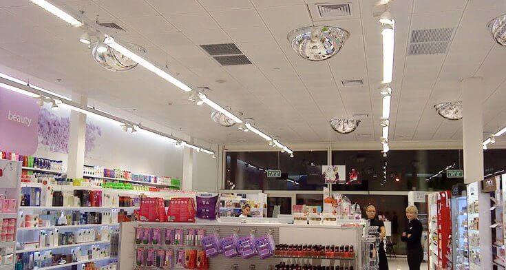 מנורות תקרה בפרויקט תאורה ברשת חנויות סופר פארם