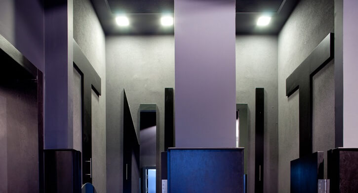 גופי תאורה שקועי תקרה בפרויקט תאורה ברשת חנויות אופנה TNT