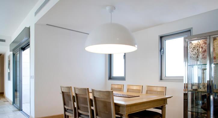 מנורה לפינת אוכל בפרויקט תאורה לבית ברמת אביב