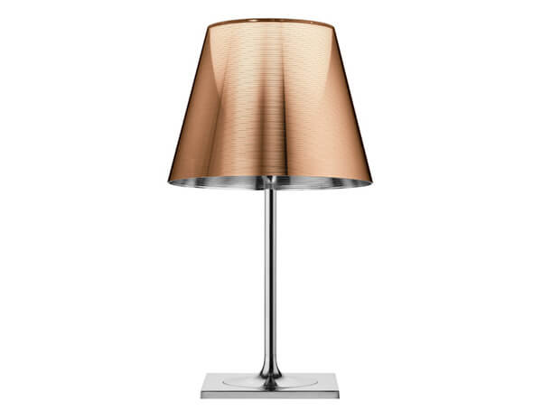 מנורות שולחן דגם KTRIBE T2 של המותג הבינלאומי לגופי תאורה flos ברונזה