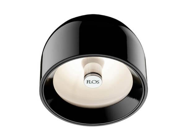 מנורות צמודות דגם WAN C/W של המותג הבינלאומי לגופי תאורה flos שחור