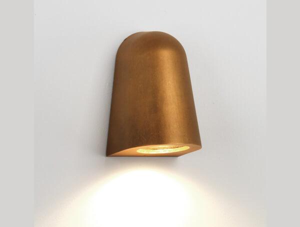 גופי תאורה צמודים דגם Mast Light של המותג הבינלאומי לגופי תאורה astro