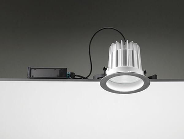 תאורת חוץ מוגני מים של מותג Ares, דגם LEILA
