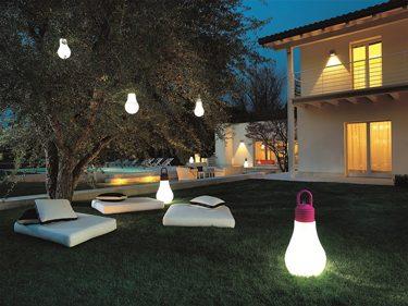 מנורות עשויות פלסטיק ומוגנות מפני מים