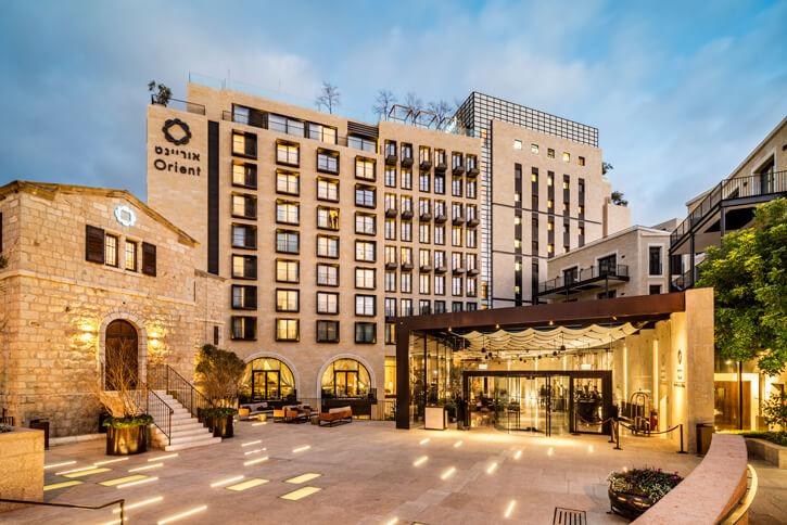 גופי תאורה צמודי רצפה בפרויקט מלון אוריינט
