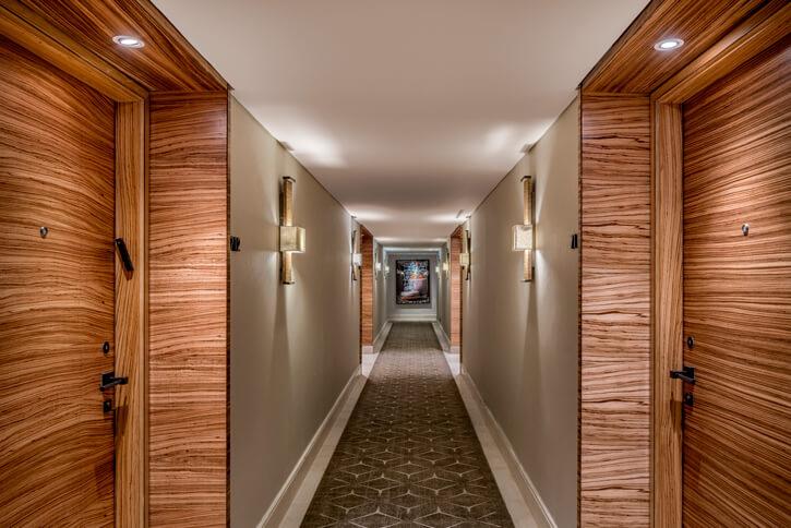 גופי תאורה לפרוזדור בפרויקט מלון אוריינט