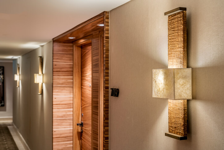 מנורות צמודי קיר בפרויקט מלון אוריינט