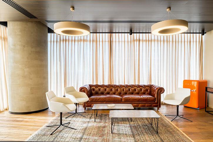 מנורות לסלון בפרויקט סוכנות ביטוח אמנון גור