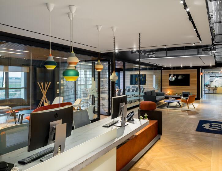 מנורות למשרדים בפרויקט ISS