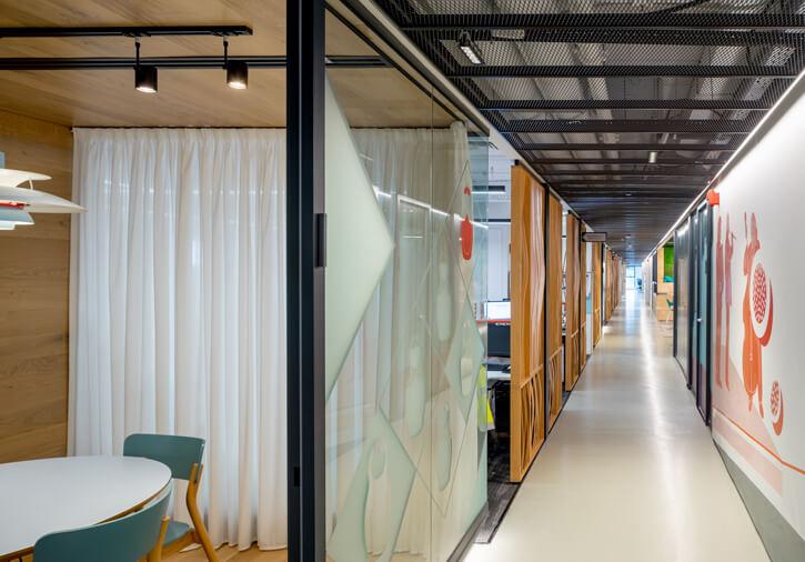 גופי תאורה במשרדים בפרויקט ISS