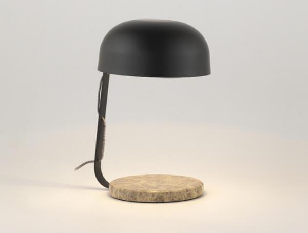 מנורת שולחן של aromas